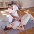 Mit der Medi Faszienrolle kann auch der untere Bauchraum trainiert werden. Auch hier sollten die Faszien regelmässig gerollt und entsaftet werden