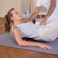 Mit der Medirolle des Faszien Rollmassage kann mit Hilfe des eigenen Körpergewichts vor allem der Rücken gut gerollt werden. Dank der Ausbuchtung in der Mitte der Rolle wird dabei die Wirbelsäule beim Faszienrollen nicht überstrapaziert.