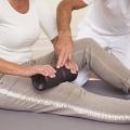Mit der Medirolle kann im Rahmen der Faszien Rollmassage auch die Vorderseite der Beine gezielt gerollt und bearbeitet werden.