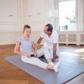 Mit gezielten Rollarbeiten und dem Einsatz der Minirolle können die Faszien trainiert werden, was langfristig zu schmerzfrei werden lässt.